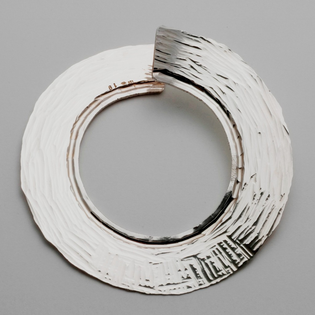 Kobi Bosshard: Bangle 1996. Collection of the Dowse Art Museum.  Gift of the Artist